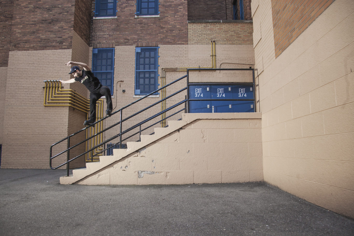 SWITCH FRONT  ROYALE - SUNNYSIDE QUEENS, NY - PHOTOGRAPH BY RYAN LOEWY FOR BE-MAG